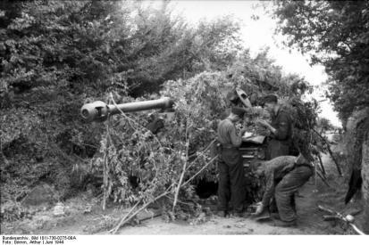 Bei Villers-Bocage, getarnter Panzer VI (Tiger I)
