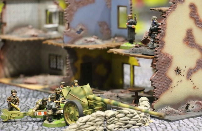 AT-gun position with the Volkssturm command looking on