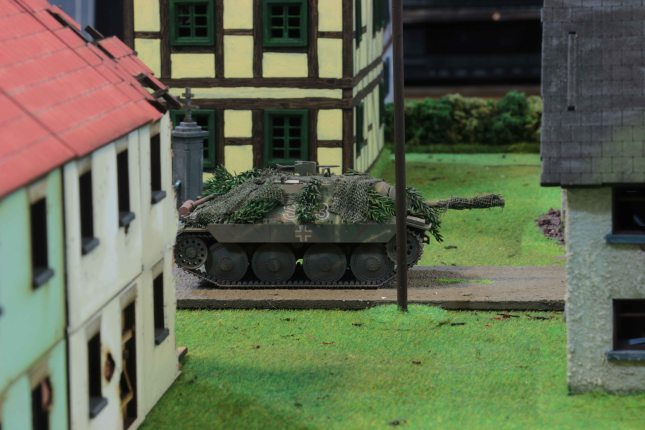 Hetzer moving to the front